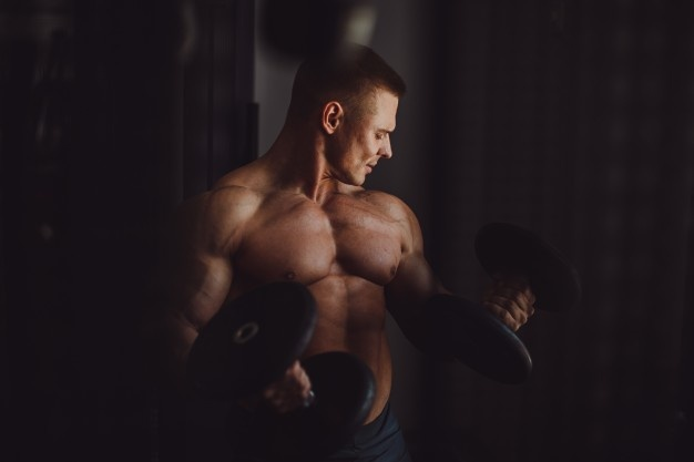 Parabolan gestapeld met andere steroïden